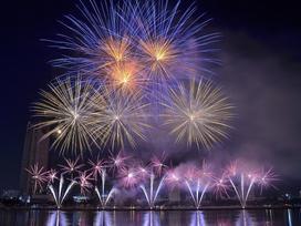 Đại tiệc pháo hoa trên bầu trời châu Á chào đón năm mới 2019