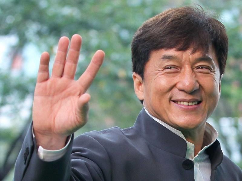 Thành Long bất ngờ bị lộ cảnh nóng trên sóng truyền hình-1
