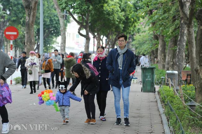 Ảnh: Hà Nội rộn ràng Tết dương lịch, du khách đông đúc cả ngày-8