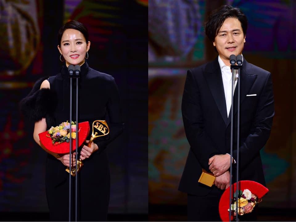 Kim Woo Bin tình tứ nắm tay bạn gái đi dạo sau thời gian dài điều trị ung thư-4