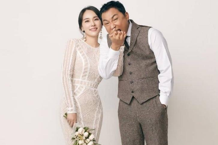 Kim Woo Bin tình tứ nắm tay bạn gái đi dạo sau thời gian dài điều trị ung thư-6