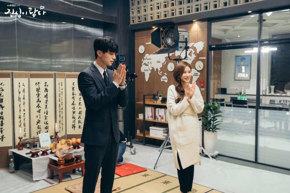 Kim Woo Bin tình tứ nắm tay bạn gái đi dạo sau thời gian dài điều trị ung thư-3