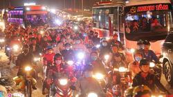 Người dân trở lại thành phố sau lễ, cửa ngõ phía tây Sài Gòn ùn tắc