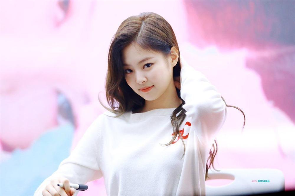 Bất chấp lệnh cấm để hẹn hò Kai, Jennie đẩy Black Pink vào sóng gió?-1