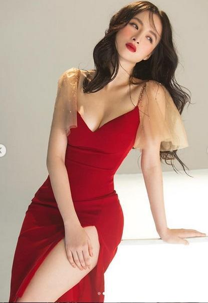 Pha đụng váy áo mở hàng đầu năm: Khoe vòng 1 phồn thực, Chi Pu - Angela Phương Trinh đẹp bất phân thắng bại-4