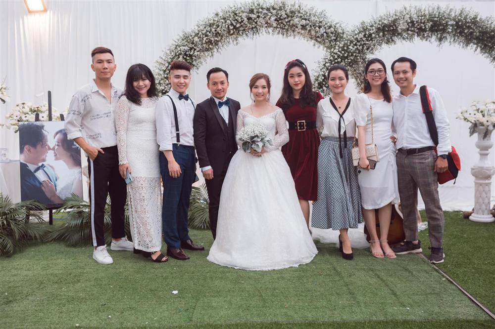 Rapper Tiến Đạt công khai loạt ảnh đám cưới nhà quê với bà xã Thụy Vy-3