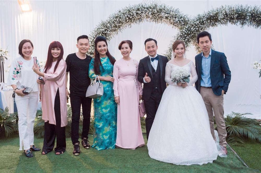 Rapper Tiến Đạt công khai loạt ảnh đám cưới nhà quê với bà xã Thụy Vy-4