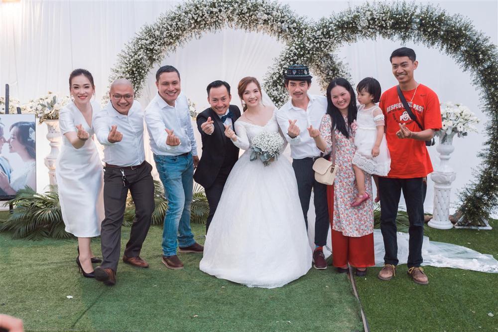 Rapper Tiến Đạt công khai loạt ảnh đám cưới nhà quê với bà xã Thụy Vy-5