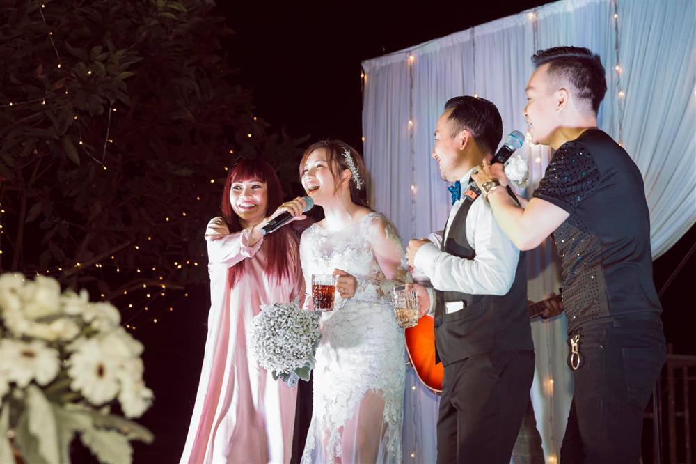 Rapper Tiến Đạt công khai loạt ảnh đám cưới nhà quê với bà xã Thụy Vy-6
