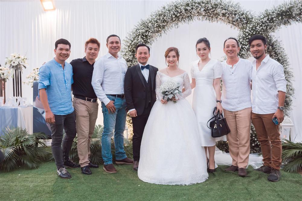 Rapper Tiến Đạt công khai loạt ảnh đám cưới nhà quê với bà xã Thụy Vy-2