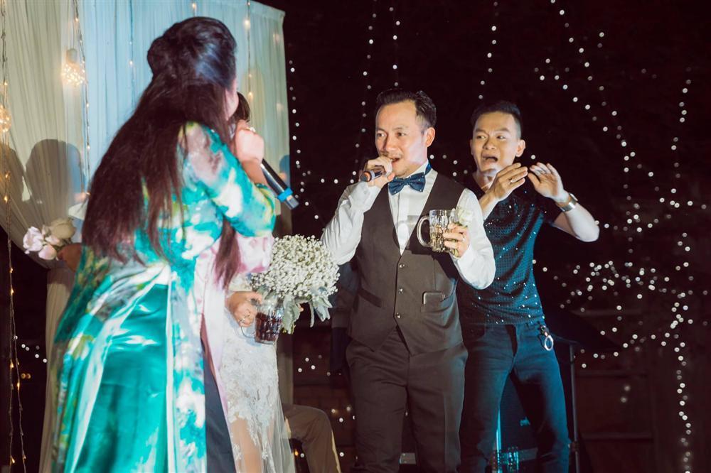 Rapper Tiến Đạt công khai loạt ảnh đám cưới nhà quê với bà xã Thụy Vy-9