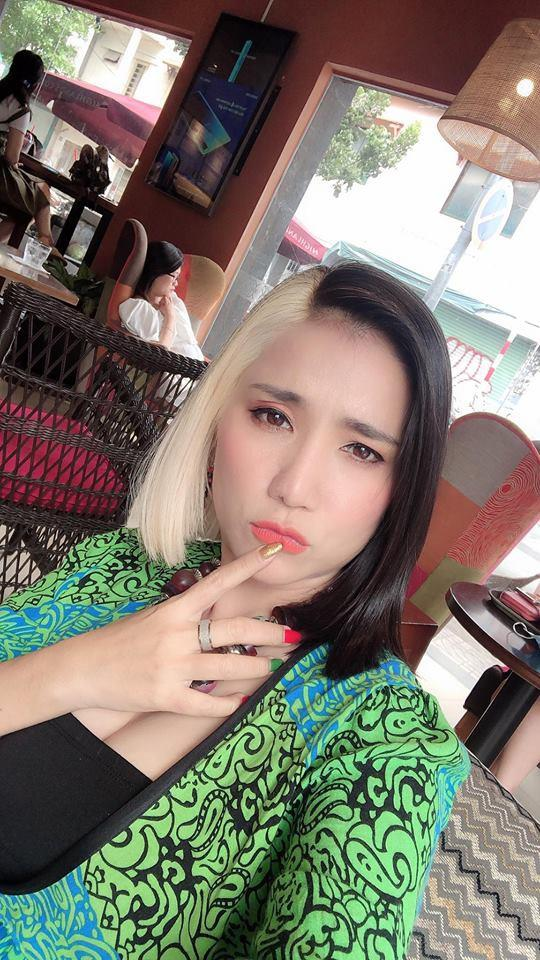 43 tuổi, bà mai Cát Tường khởi động năm 2019 bằng mái tóc không thể CHẤT hơn-1