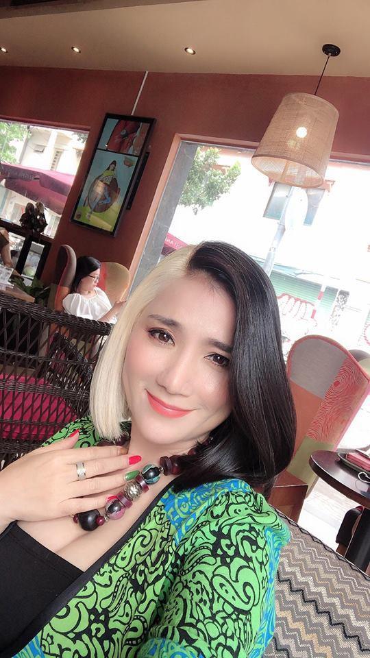 43 tuổi, bà mai Cát Tường khởi động năm 2019 bằng mái tóc không thể CHẤT hơn-3