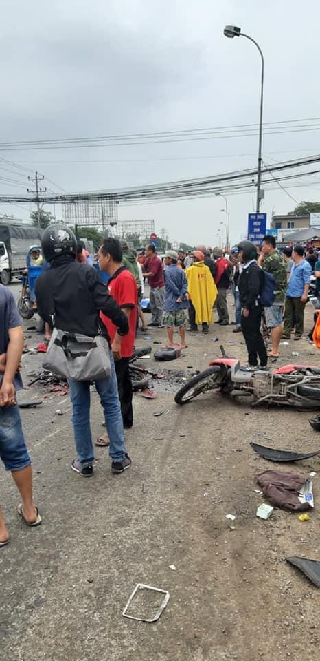 Hiện trường xe cộ nát bét, nằm la liệt sau vụ container mất phanh tông đoàn người chờ đèn đỏ-2
