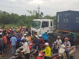 Vụ container tông hàng loạt xe máy: Chiếc xe 'điên' lao như sóng thần