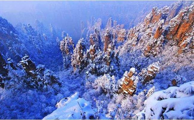 Du khách phấn khích trước cảnh tượng băng tuyết phủ trắng Trương Gia Giới-5