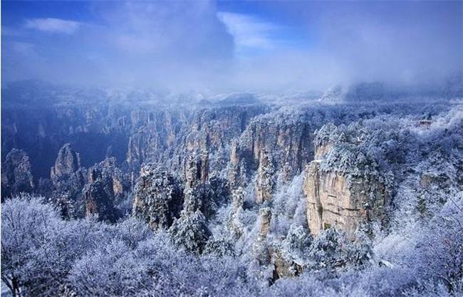 Du khách phấn khích trước cảnh tượng băng tuyết phủ trắng Trương Gia Giới-6