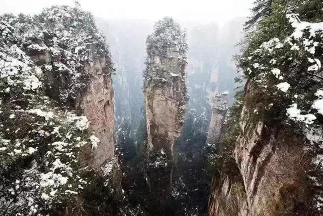 Du khách phấn khích trước cảnh tượng băng tuyết phủ trắng Trương Gia Giới-12