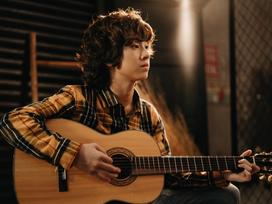 Cover hit 'Người hãy quên em đi' bằng tiếng Hàn, Gia Khiêm 'ngầu' như nam thần Hàn Quốc