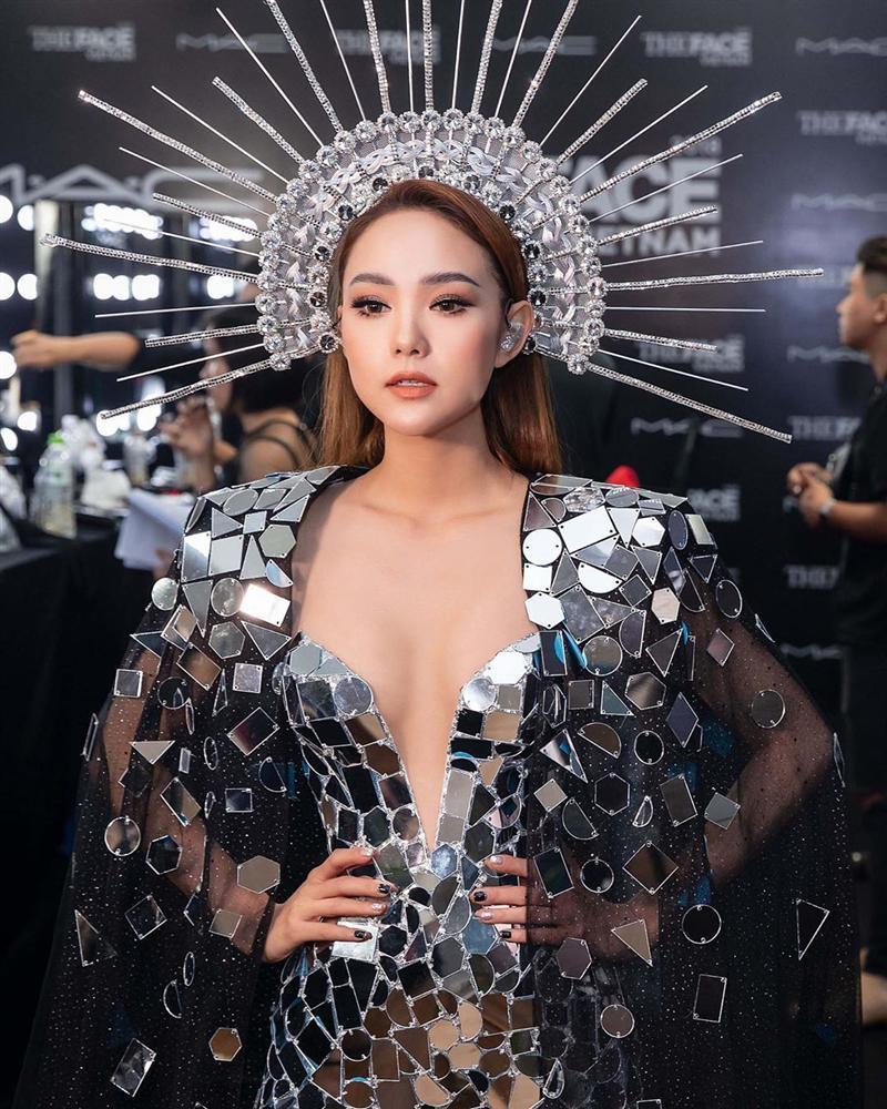 SAO MAKE OVER: Angela Phương Trinh và Minh Hằng tranh ngôi nữ thần chỉ riêng Kỳ Duyên họa mặt già đau già đớn-6