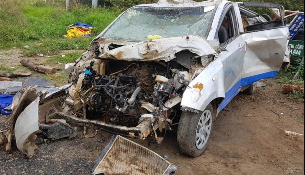 Lâm Đồng: Taxi gây tai nạn 3 người chết - Nữ tài xế chạy hơn 100 km/h sau tiệc sinh nhật-2