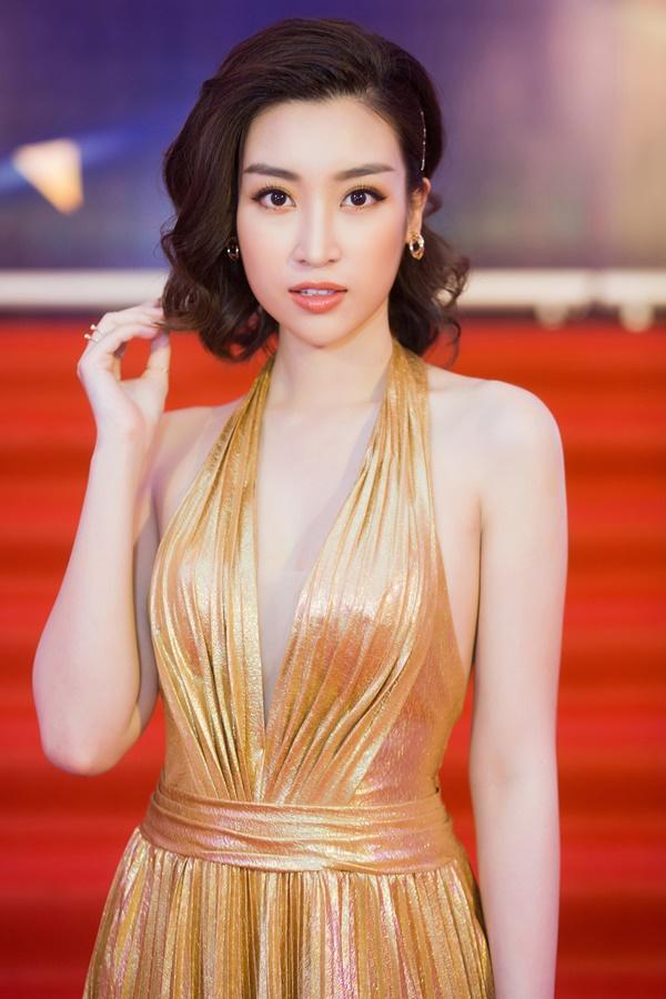 Cùng diện đầm cắt xẻ sexy, HHen Niê - Mỹ Linh - Hương Giang bất phân thắng bại trên thảm đỏ-5