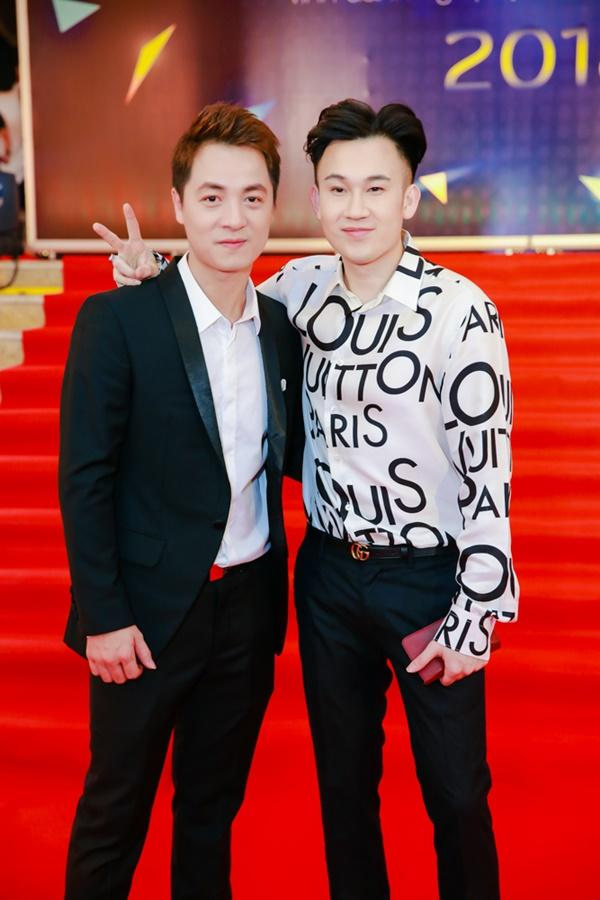 Cùng diện đầm cắt xẻ sexy, HHen Niê - Mỹ Linh - Hương Giang bất phân thắng bại trên thảm đỏ-11