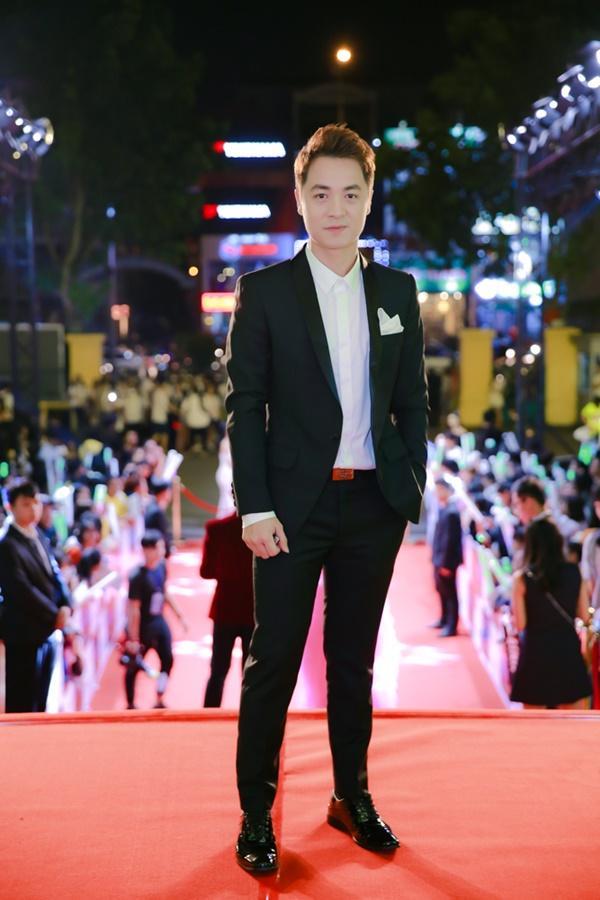Cùng diện đầm cắt xẻ sexy, HHen Niê - Mỹ Linh - Hương Giang bất phân thắng bại trên thảm đỏ-10