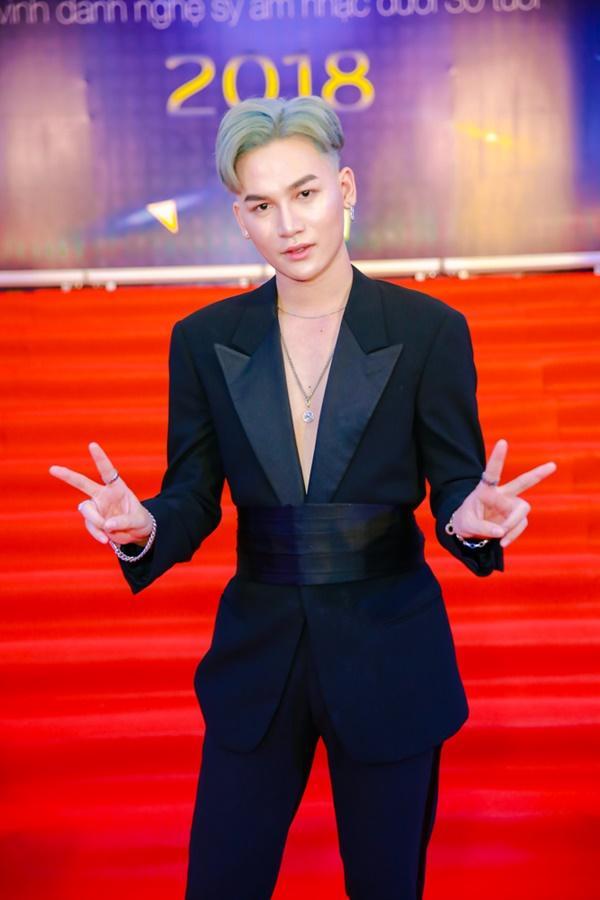 Cùng diện đầm cắt xẻ sexy, HHen Niê - Mỹ Linh - Hương Giang bất phân thắng bại trên thảm đỏ-23