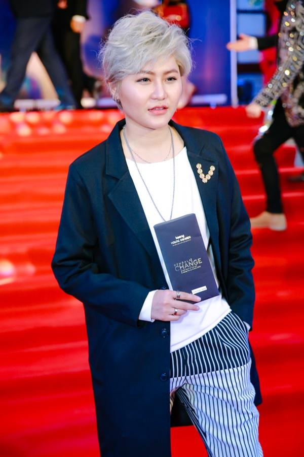 Cùng diện đầm cắt xẻ sexy, HHen Niê - Mỹ Linh - Hương Giang bất phân thắng bại trên thảm đỏ-24