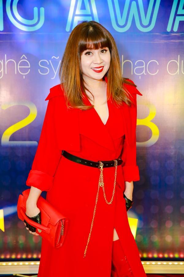 Cùng diện đầm cắt xẻ sexy, HHen Niê - Mỹ Linh - Hương Giang bất phân thắng bại trên thảm đỏ-26