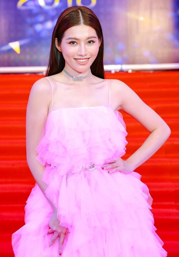Cùng diện đầm cắt xẻ sexy, HHen Niê - Mỹ Linh - Hương Giang bất phân thắng bại trên thảm đỏ-29