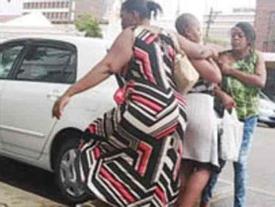 Chồng ngoại tình với gái trẻ, vợ ra đòn hiểm khiến cả hai 'chạy mất dép'