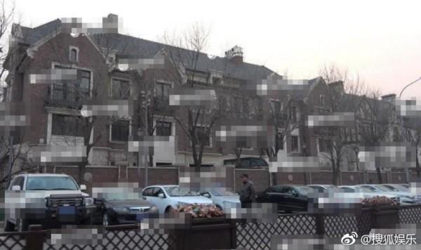 Lộ diện căn biệt thự hơn 11,6 triệu USD của Lộc Hàm, ngay cả khu đỗ xe cũng được dát vàng?-3