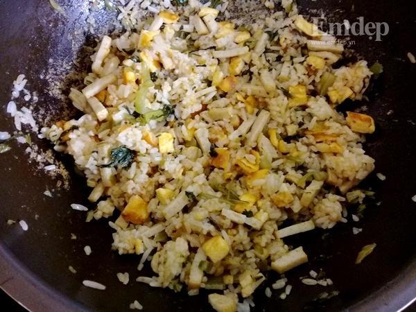 Bữa sáng đơn giản ngon miệng với cơm rang giò thơm ngon-4