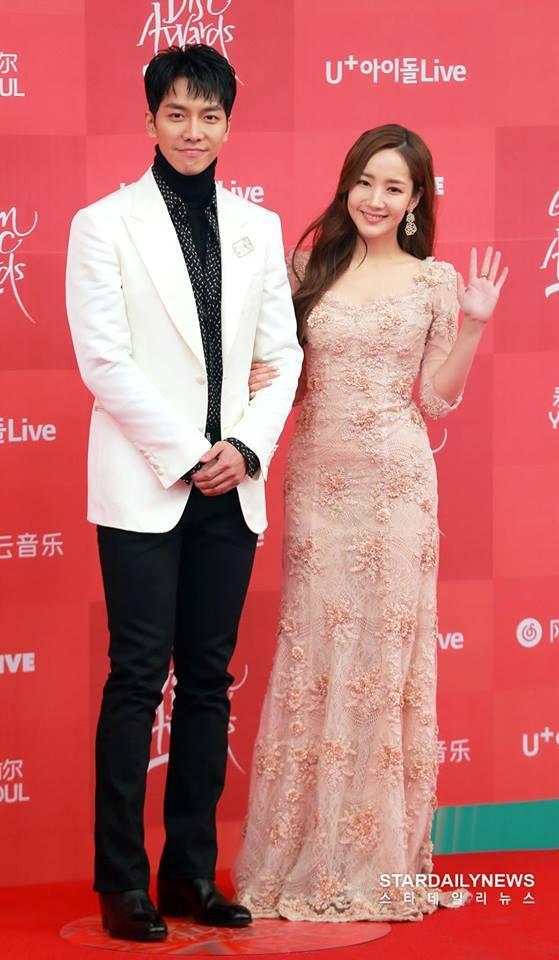 Park Min Young đốn tim người hâm mộ với nhan sắc xinh như hoa và nụ cười tỏa nắng-1