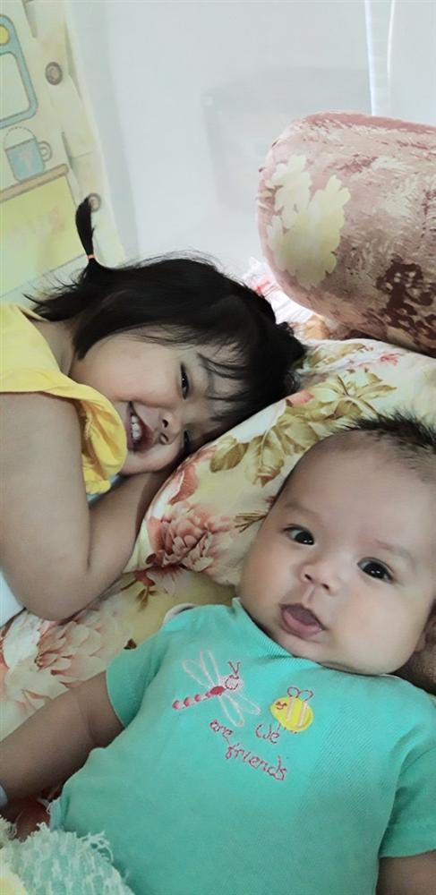 Cười ra nước mắt với chuyện kể của hội chị em bỉm sữa vì đẻ hai con quá sát nhau-2