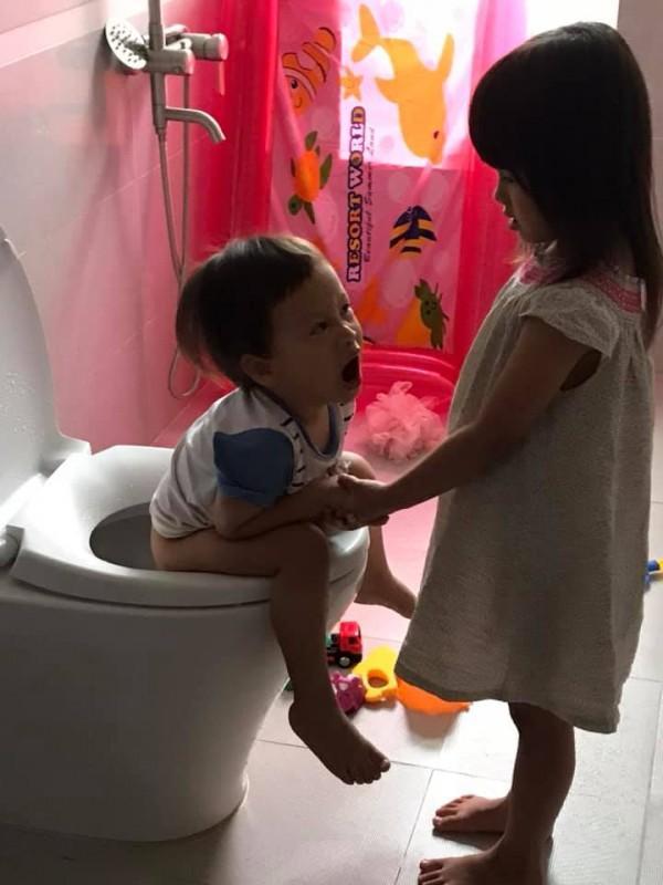 Cười ra nước mắt với chuyện kể của hội chị em bỉm sữa vì đẻ hai con quá sát nhau-4