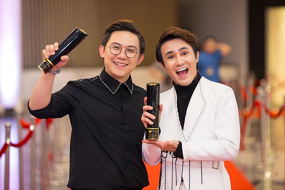 Huỳnh Lập chạy xe ôm đi nhận 4 giải thưởng trong cùng một đêm-2