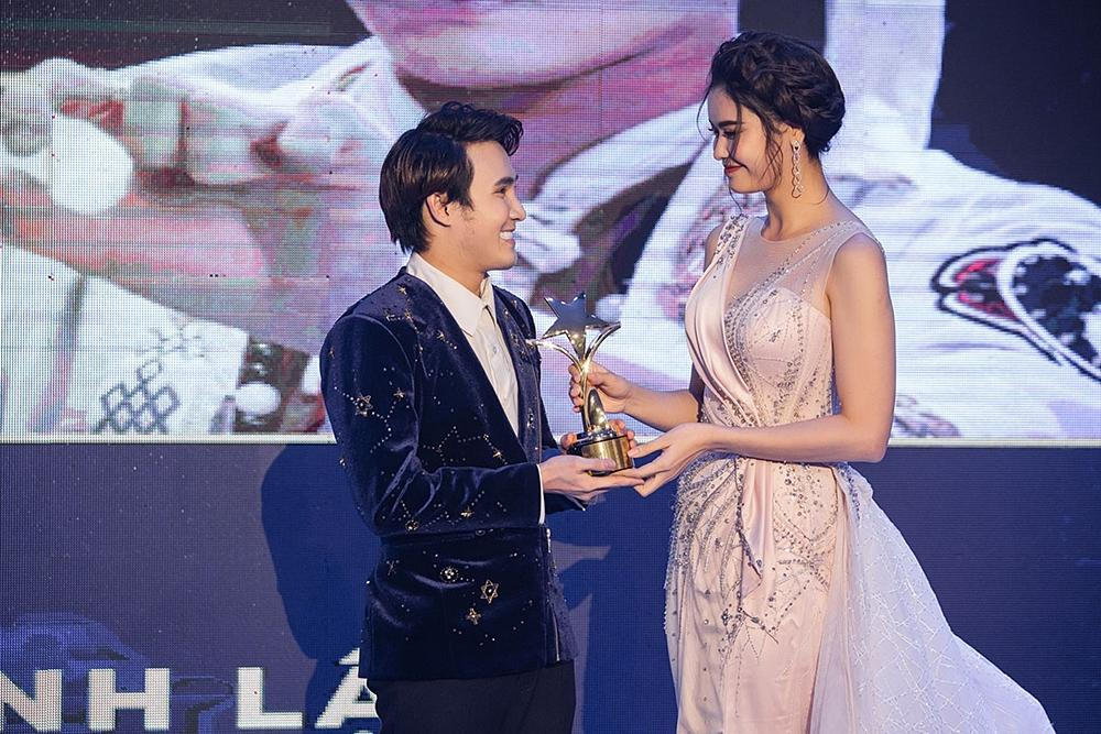 Huỳnh Lập chạy xe ôm đi nhận 4 giải thưởng trong cùng một đêm-3