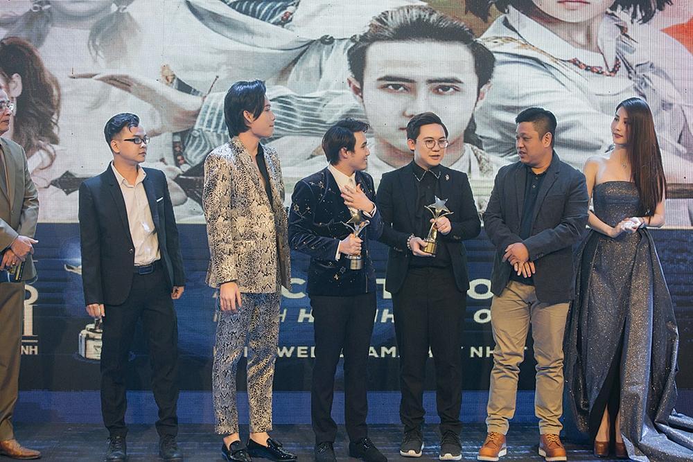 Huỳnh Lập chạy xe ôm đi nhận 4 giải thưởng trong cùng một đêm-4