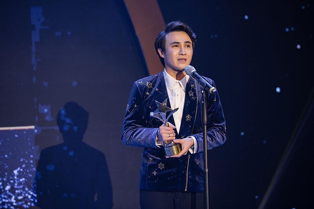 Huỳnh Lập chạy xe ôm đi nhận 4 giải thưởng trong cùng một đêm-5