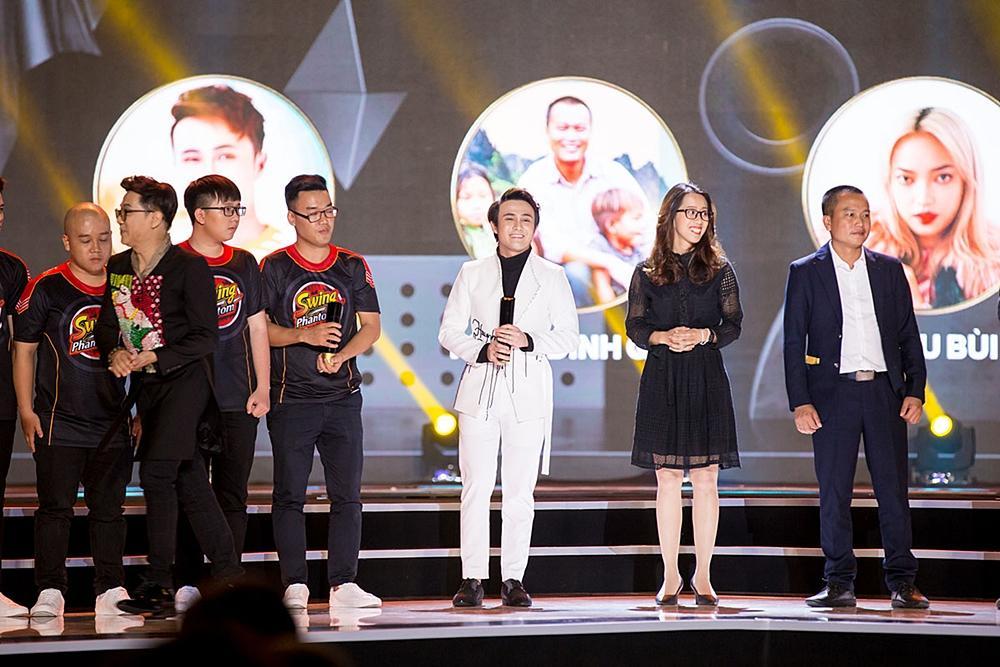 Huỳnh Lập chạy xe ôm đi nhận 4 giải thưởng trong cùng một đêm-6