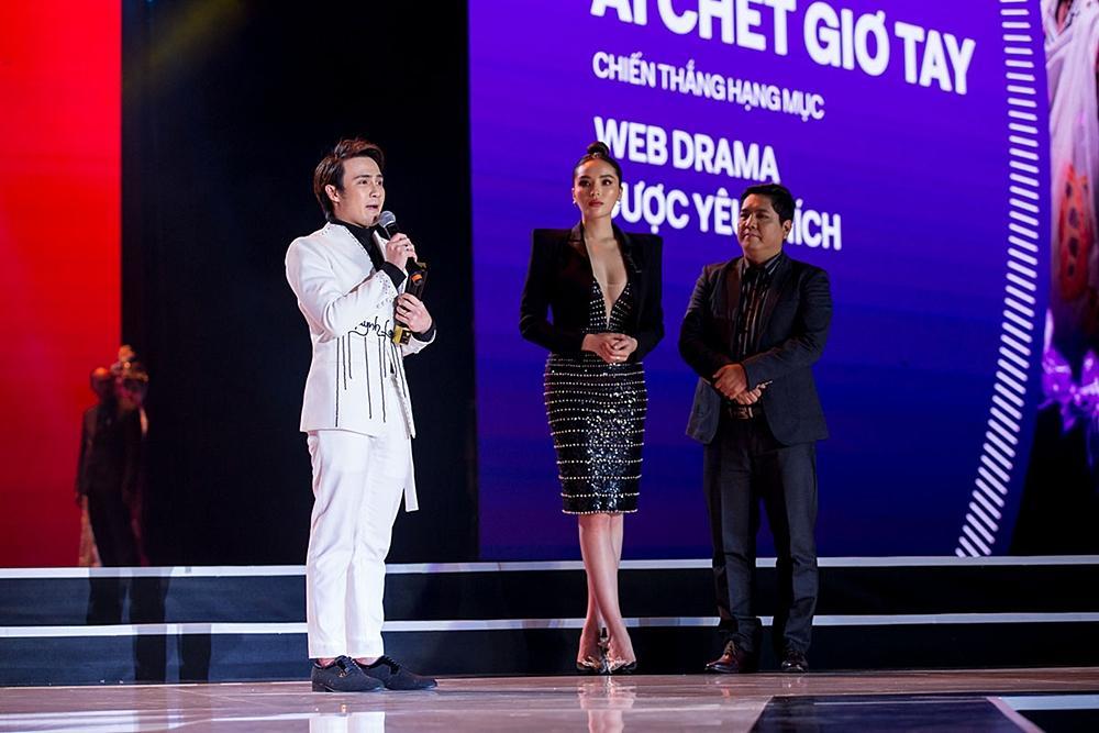 Huỳnh Lập chạy xe ôm đi nhận 4 giải thưởng trong cùng một đêm-8