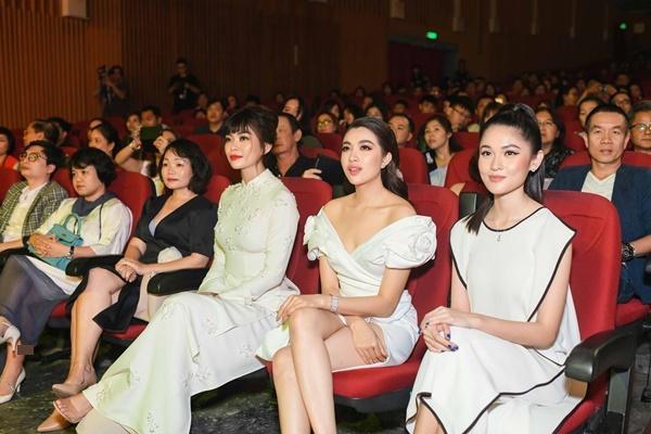 Hoa hậu Ngọc Hân hoàn thành tâm nguyện thuở bé với vai trò mới tại chương trình Duyên dáng Việt Nam 30-1