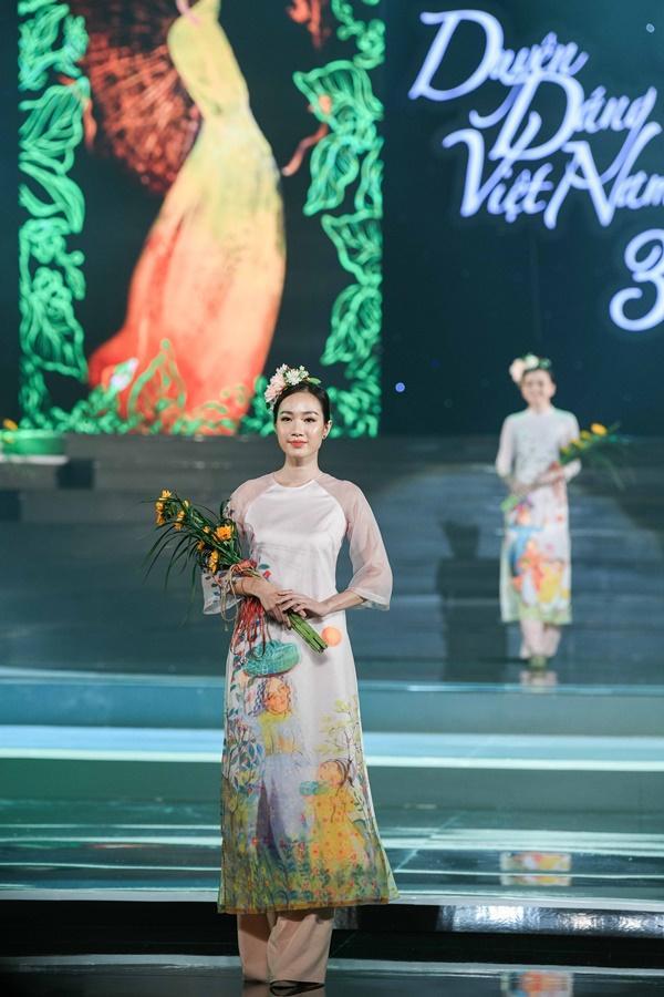 Hoa hậu Ngọc Hân hoàn thành tâm nguyện thuở bé với vai trò mới tại chương trình Duyên dáng Việt Nam 30-4
