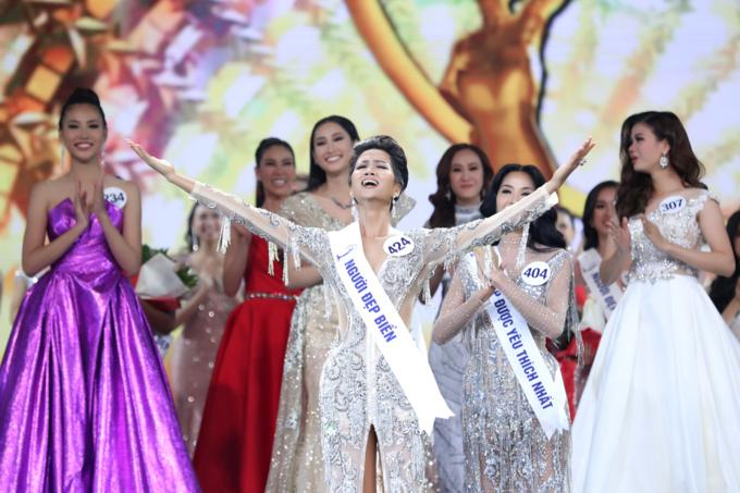 Ngày này năm ngoái, HHen Niê làm nên điều kỳ diệu chưa từng có trong lịch sử các cuộc thi sắc đẹp Việt Nam-4