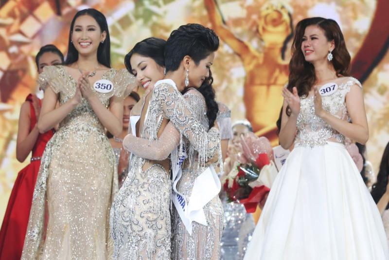 Ngày này năm ngoái, HHen Niê làm nên điều kỳ diệu chưa từng có trong lịch sử các cuộc thi sắc đẹp Việt Nam-3
