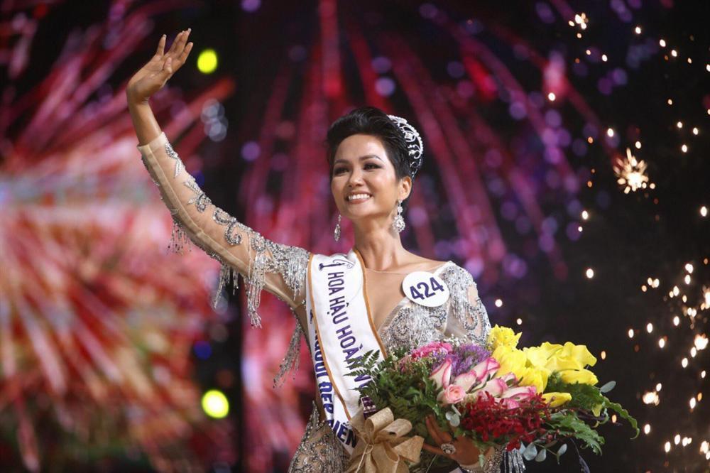 Ngày này năm ngoái, HHen Niê làm nên điều kỳ diệu chưa từng có trong lịch sử các cuộc thi sắc đẹp Việt Nam-11