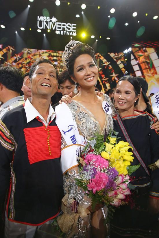 Ngày này năm ngoái, HHen Niê làm nên điều kỳ diệu chưa từng có trong lịch sử các cuộc thi sắc đẹp Việt Nam-14